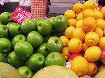 Apples and lemons. Green apples and y lemons in the market, close up (La Boqueria, Barcelona Royalty Free Stock Image