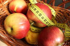 Apples with measuring tape Royalty Free Stock Photography