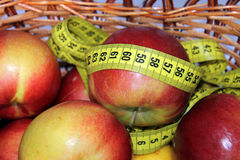 Apples with measuring tape Royalty Free Stock Photos