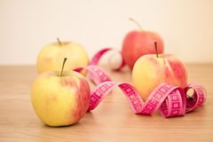 Apples and measuring tape: fat loss Royalty Free Stock Photos