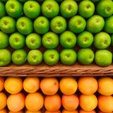 Fruity pattern. Apples and oranges laid out in straight rows, forming a pattern Stock Photo
