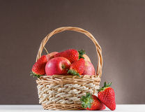 apples and strawberries Royalty Free Stock Photos