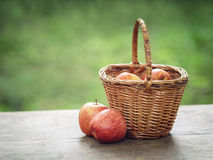 Apples in wicker basket on table Royalty Free Stock Photography