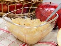 Applesauce με μερικά μήλα Στοκ Εικόνες