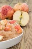 Applesauce med äpplen arkivbilder
