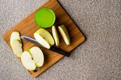 Appletini/πράσινος χυμός της Apple Στοκ εικόνα με δικαίωμα ελεύθερης χρήσης