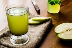 Appletini/πράσινος χυμός της Apple Στοκ εικόνες με δικαίωμα ελεύθερης χρήσης