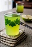 Appletini/πράσινος χυμός της Apple Στοκ φωτογραφία με δικαίωμα ελεύθερης χρήσης