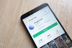 Appli de Google Earth sur le site Web de Google Play Store montré sur le smartphone 2018 de Huawei Y6 photographie stock libre de droits