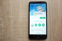 Appli de souhait sur le site Web de Google Play Store montré sur le smartphone 2018 de Huawei Y6 photo stock