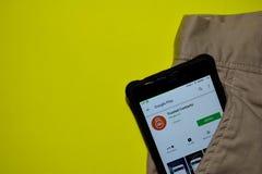 Application de confiance de réalisateur de contacts sur l'écran de Smartphone image stock