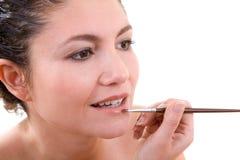 Applicazione dei lipgloss fotografie stock libere da diritti
