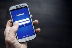 Applicazione del cellulare di Facebook Immagini Stock Libere da Diritti