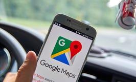 Applicazione del cellulare di Google Maps Fotografia Stock Libera da Diritti