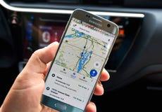 Applicazione del cellulare di Google Maps Fotografia Stock
