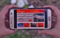 Applicazione del cercatore di festa in telefono cellulare Fotografie Stock