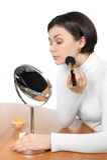 Applicazione della polvere usando spazzola molle Immagini Stock Libere da Diritti