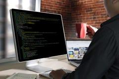 Applicazione Softwa di Team Working Laptop Computer Mobile dello sviluppatore fotografie stock