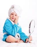 applicera barnmakeup Royaltyfria Bilder