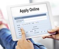 Applicera begreppet för online-applikationhögskolaformen royaltyfria foton