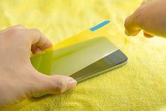 Applicera den smarta telefonskärmen skyddar Arkivfoton
