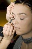applicera eyeliner Royaltyfri Foto