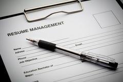 Applicera för nytt jobb vid meritförteckningdokumentet arkivfoton