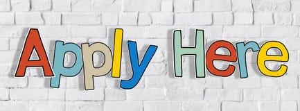 Applicera här ordet och tegelstenväggen i baksidan Fotografering för Bildbyråer