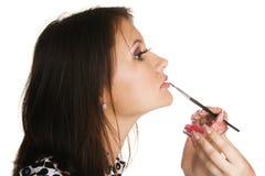 applicera härligt makeupkvinnabarn Arkivbilder