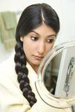 applicera makeupkvinnabarn Royaltyfri Foto