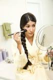 applicera makeupkvinnabarn Arkivfoton