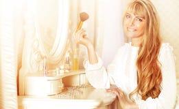 applicera makeupkvinnabarn Royaltyfria Foton
