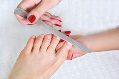 applicera mappen spika att använda för pedicure Royaltyfria Bilder