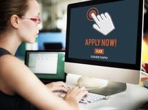 Applicera nu begreppet för applikationpersonalresursanställning arkivbilder