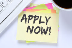 Applicera nu jobb, för rekryteringanställda för jobb funktionsdugligt skrivbord för affär royaltyfria foton