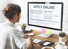 Applicera online-ansökningsblankettrekryteringbegreppet royaltyfri fotografi
