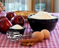 applie πίτες ψησίματος Στοκ φωτογραφίες με δικαίωμα ελεύθερης χρήσης