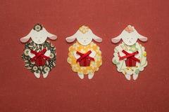 Applique de papel de las ovejas en fondo de la textura Imagen de archivo