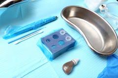 Appliquer Tottoo, front Microblading aux sourcils de client photo stock