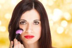 applying blusher woman Στοκ Φωτογραφία