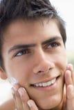 applying cream man shaving Στοκ Φωτογραφία