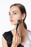 applying make up woman young Στοκ εικόνες με δικαίωμα ελεύθερης χρήσης