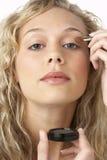 applying make up woman young Στοκ εικόνα με δικαίωμα ελεύθερης χρήσης