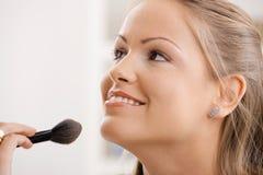 applying makeup Στοκ Φωτογραφίες