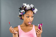 Applying Makeup di modello nero Fotografie Stock