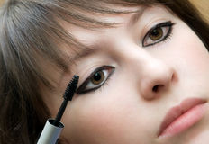 Applying mascara Royalty Free Stock Photography