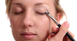 Applyingh makeup Στοκ φωτογραφία με δικαίωμα ελεύθερης χρήσης