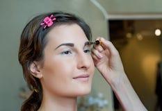 applyinig makeup Στοκ Φωτογραφίες