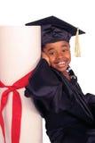 Appoggiandosi sul suo diploma immagini stock libere da diritti