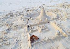 Apportez vos modèles d'enfant - festival de sculpture en sable - de temple et de château sur la plage de mer - expressions créati images stock
